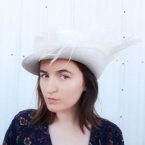 Vintage 1950s Frank Olive white feather hat